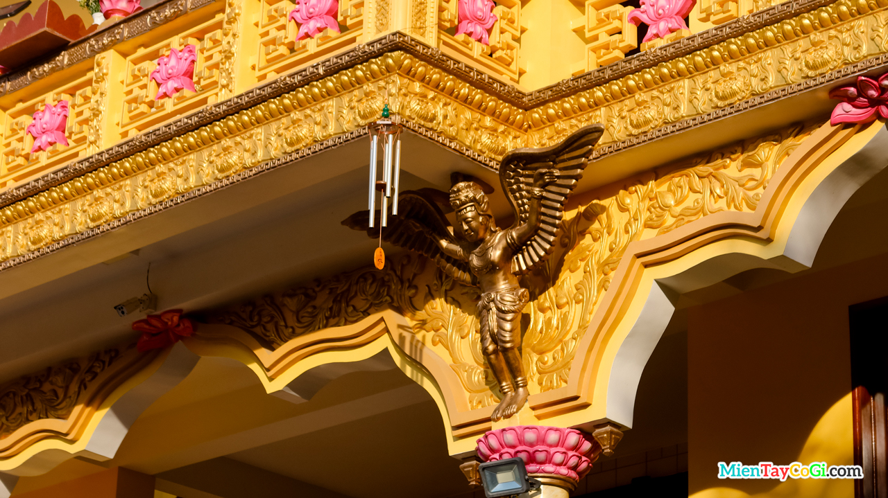 Hình tượng chim thần chống đỡ tầng lầu