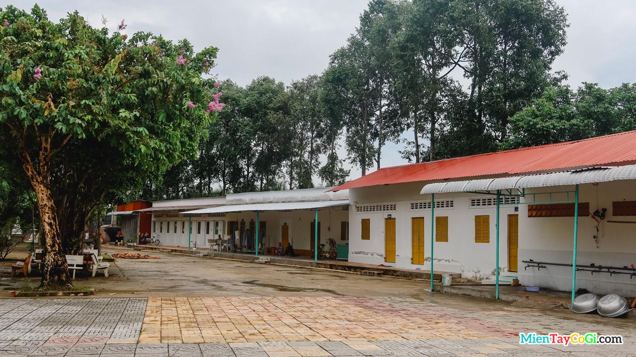 Khu nhà ở của các Tăng Ni