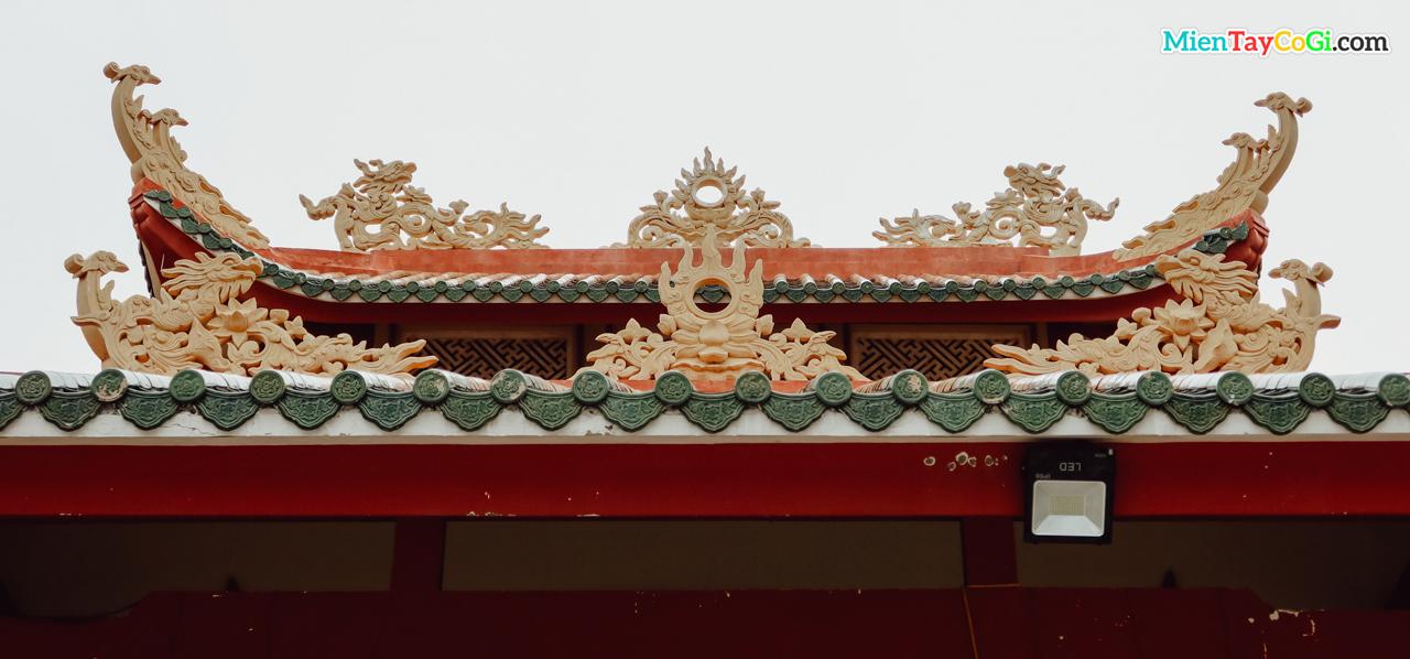 Mái ngói âm dương chùa