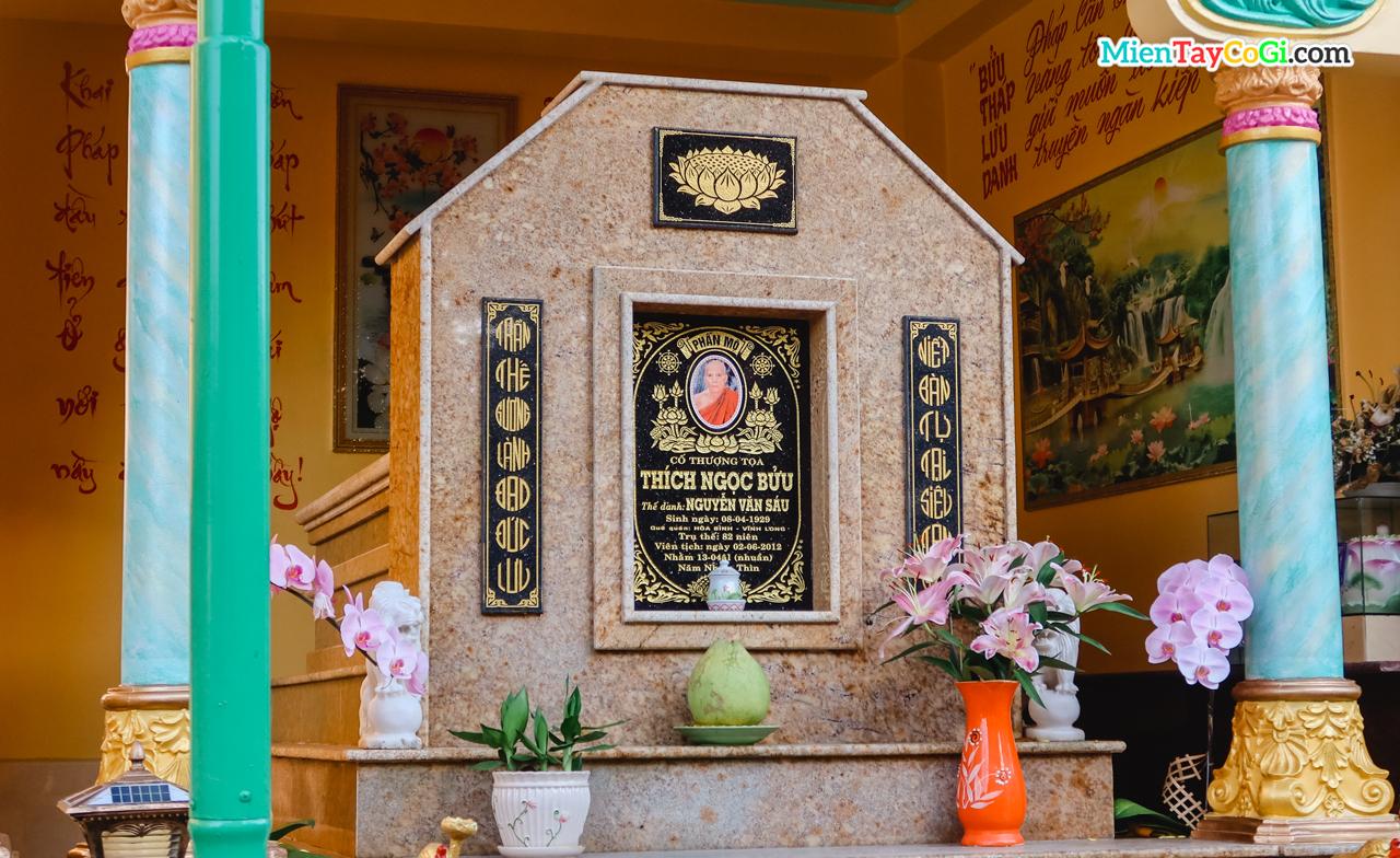 Mộ cố trụ trì Thượng tọa Thích Ngọc Bửu ở chùa Bửu Pháp Cần Thơ
