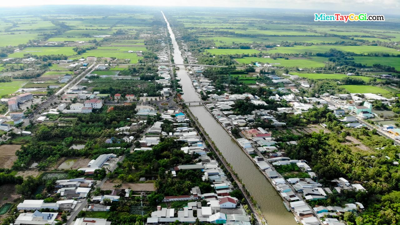 Một con sông đổ về Ngã Năm