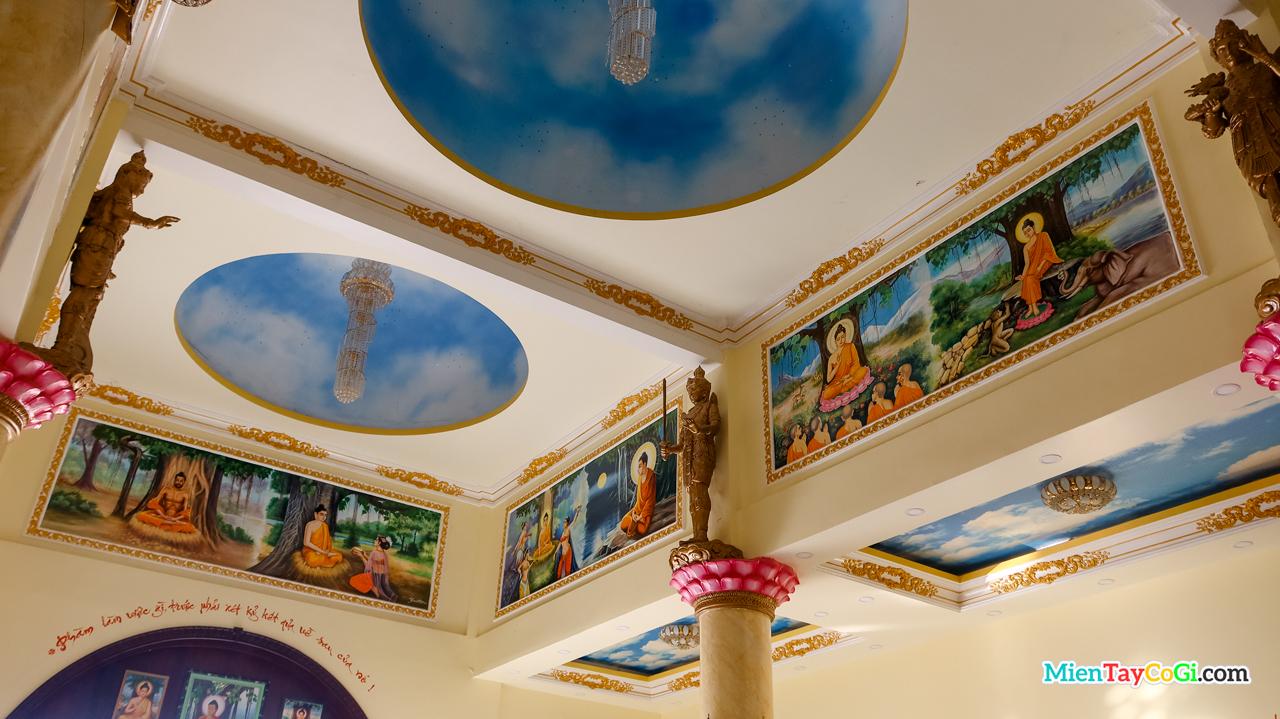 Những bức vẽ trên trần nhà kể về cuộc đời đức Phật của chùa Bửu Pháp Cần Thơ