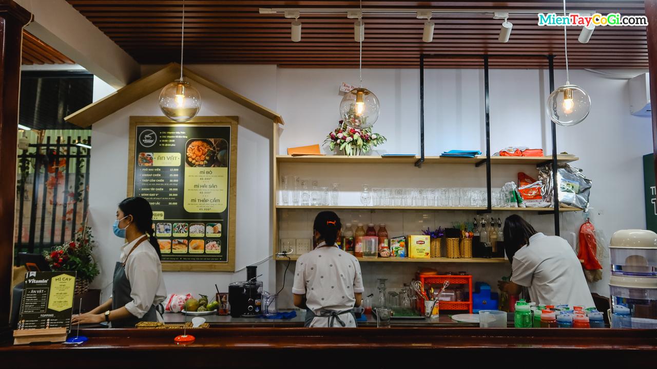 Quầy bar Vitamin hồ Bún Xáng