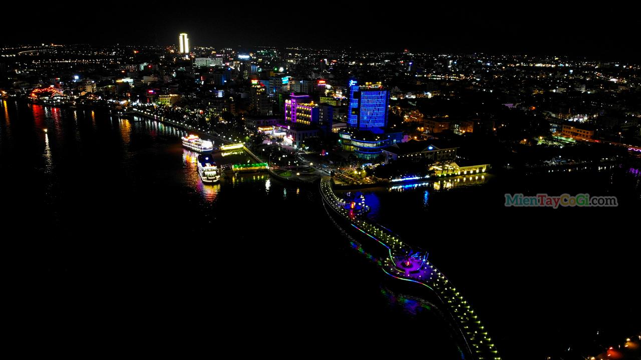 Hình ảnh thành phố Cần Thơ về đêm lung linh ánh đèn