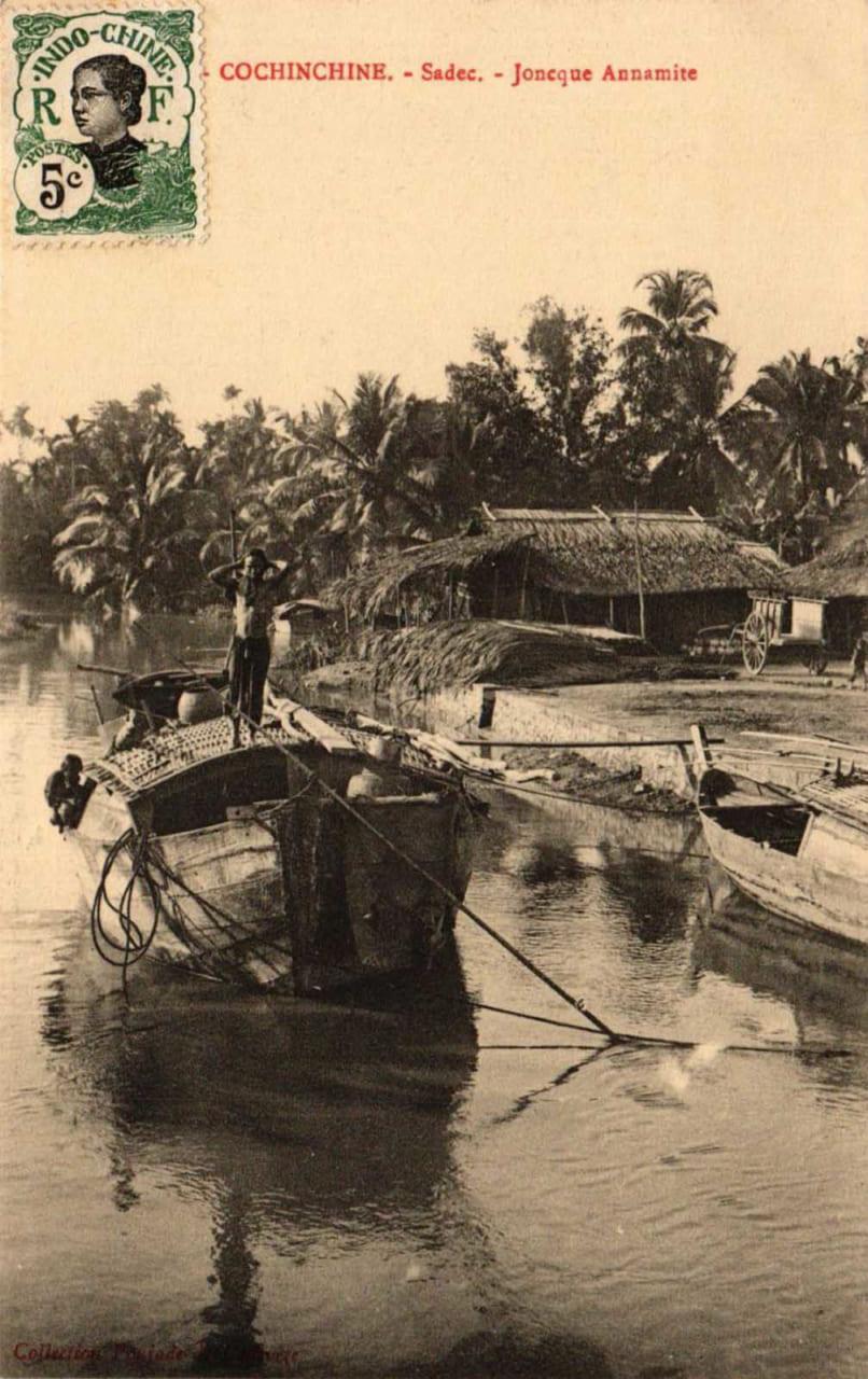 Thuyền dọc ven sông ở Sa Đéc - Hình ảnh Đồng Tháp xưa