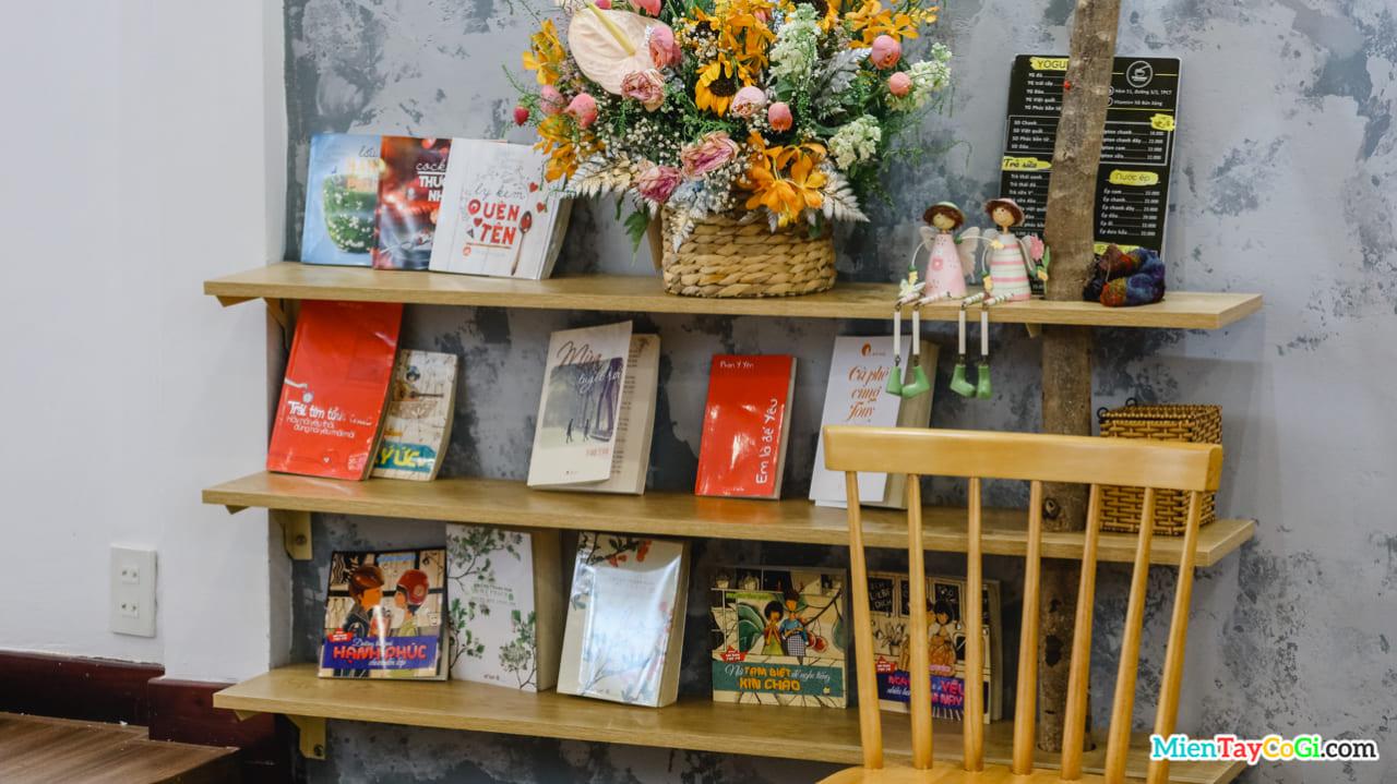 Tủ sách mini của Vitamin + Cần Thơ