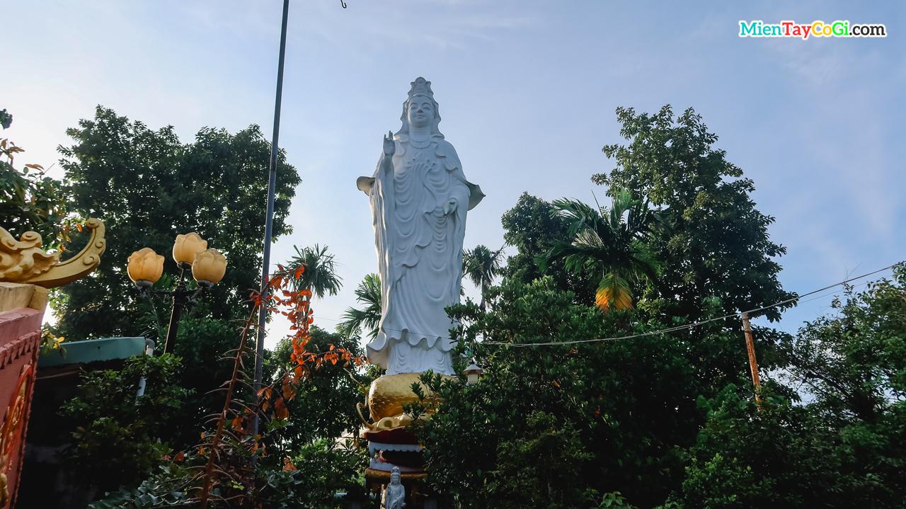 Tương Quan Thế Âm Bồ Tát cao gần 5m chùa Quang Xuân