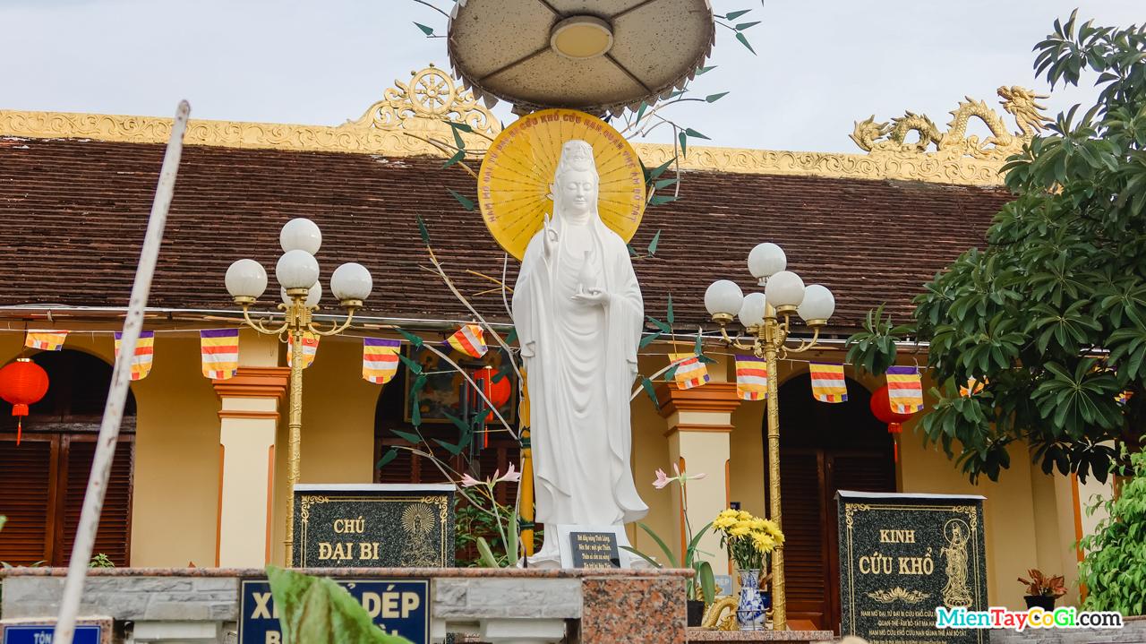 Tượng Quan Thế Âm Bồ Tát chùa Hiệp Minh