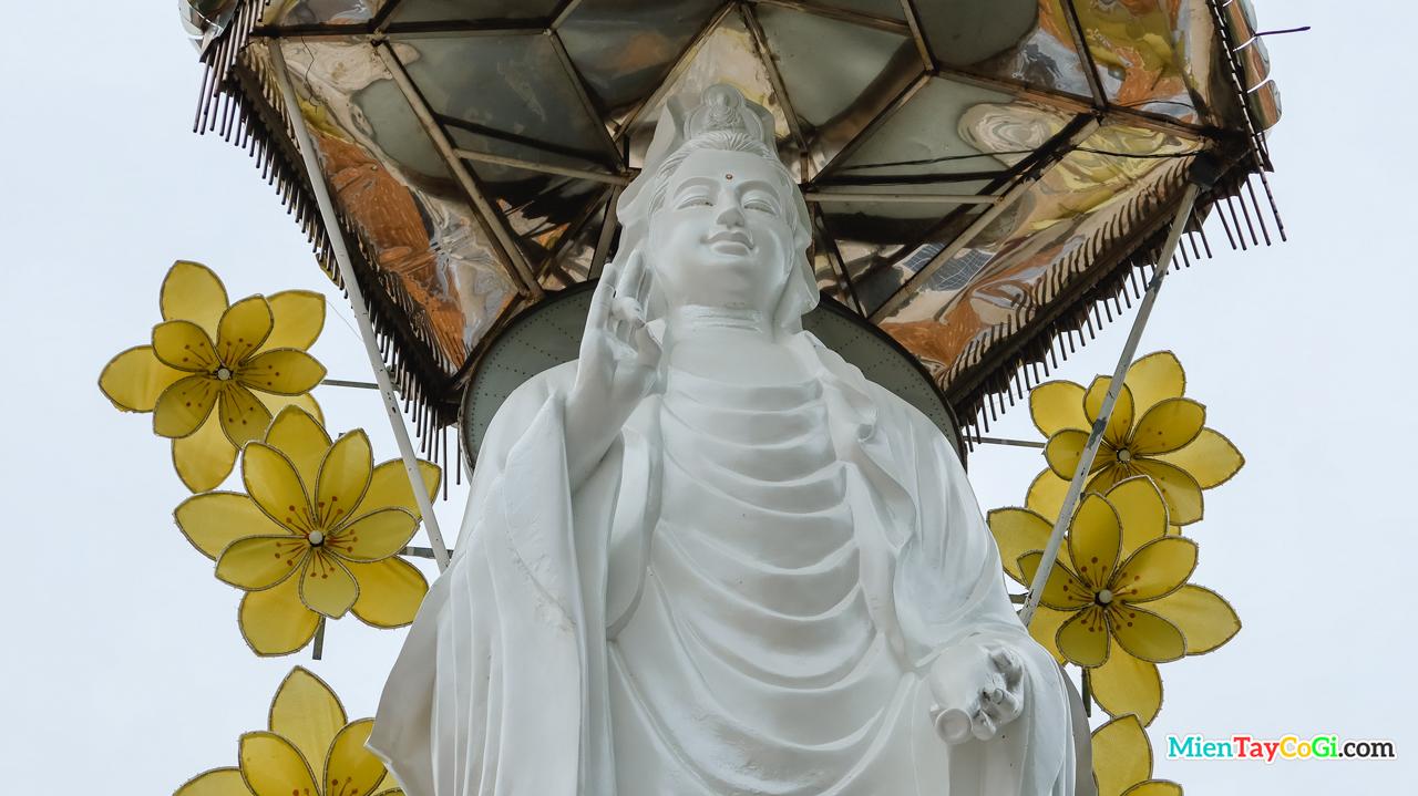 Tượng Quan Thế Âm Bồ Tát chùa Thiên Quang