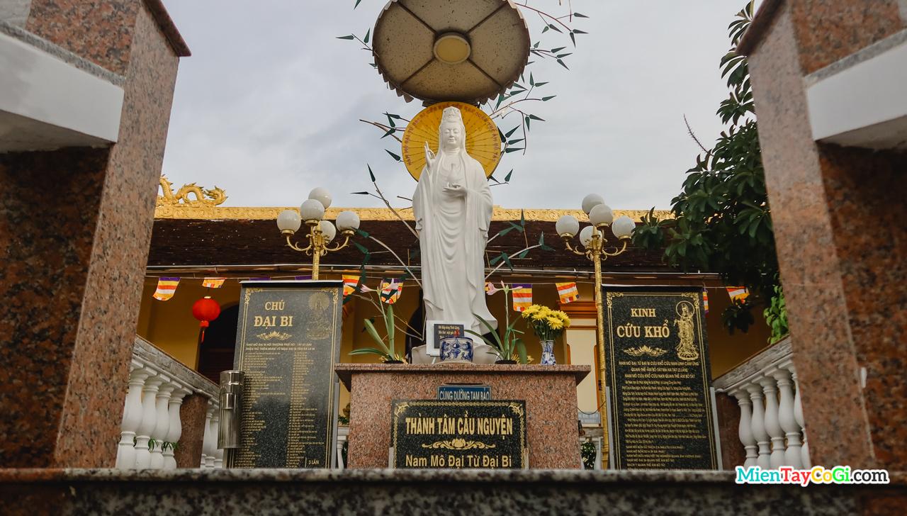 Tượng Bồ Tát trước Hậu Liêu của Đàn Tiên Cái Khế