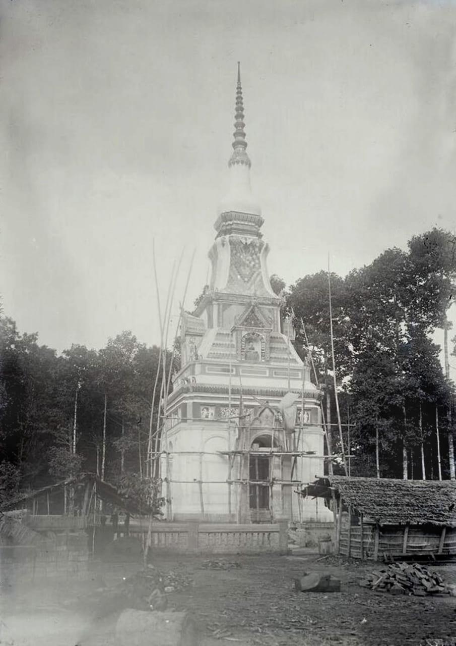 Xây dựng tháp ở chùa Ham Rông