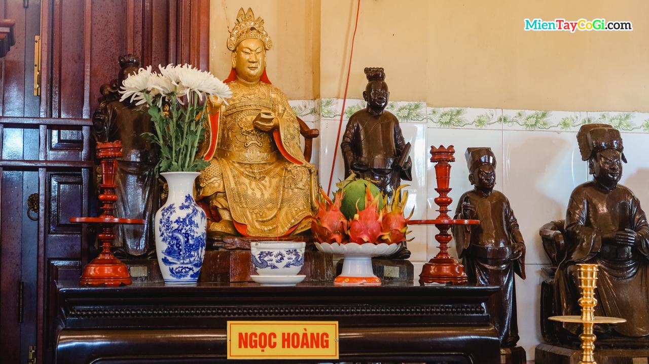 Bàn thờ Ngọc Hoàng ở Tổ Điện