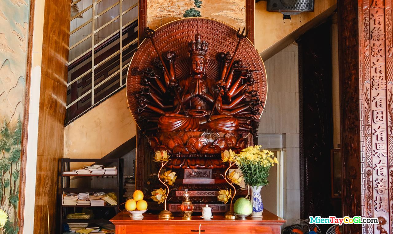 Bàn thờ Phật Mẫu Chuẩn Đề