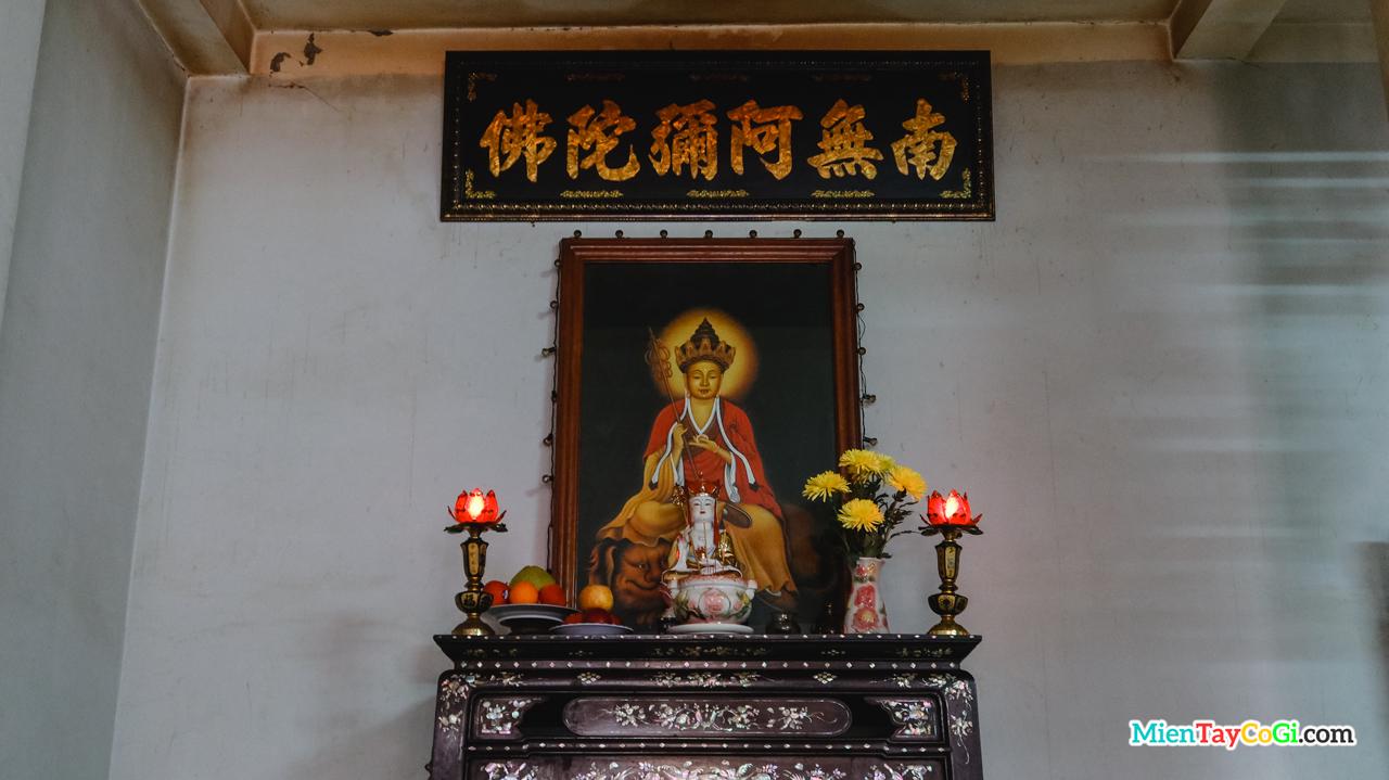 Bàn thờ treo bức họa cổ Địa Tạng Vương Bồ Tát