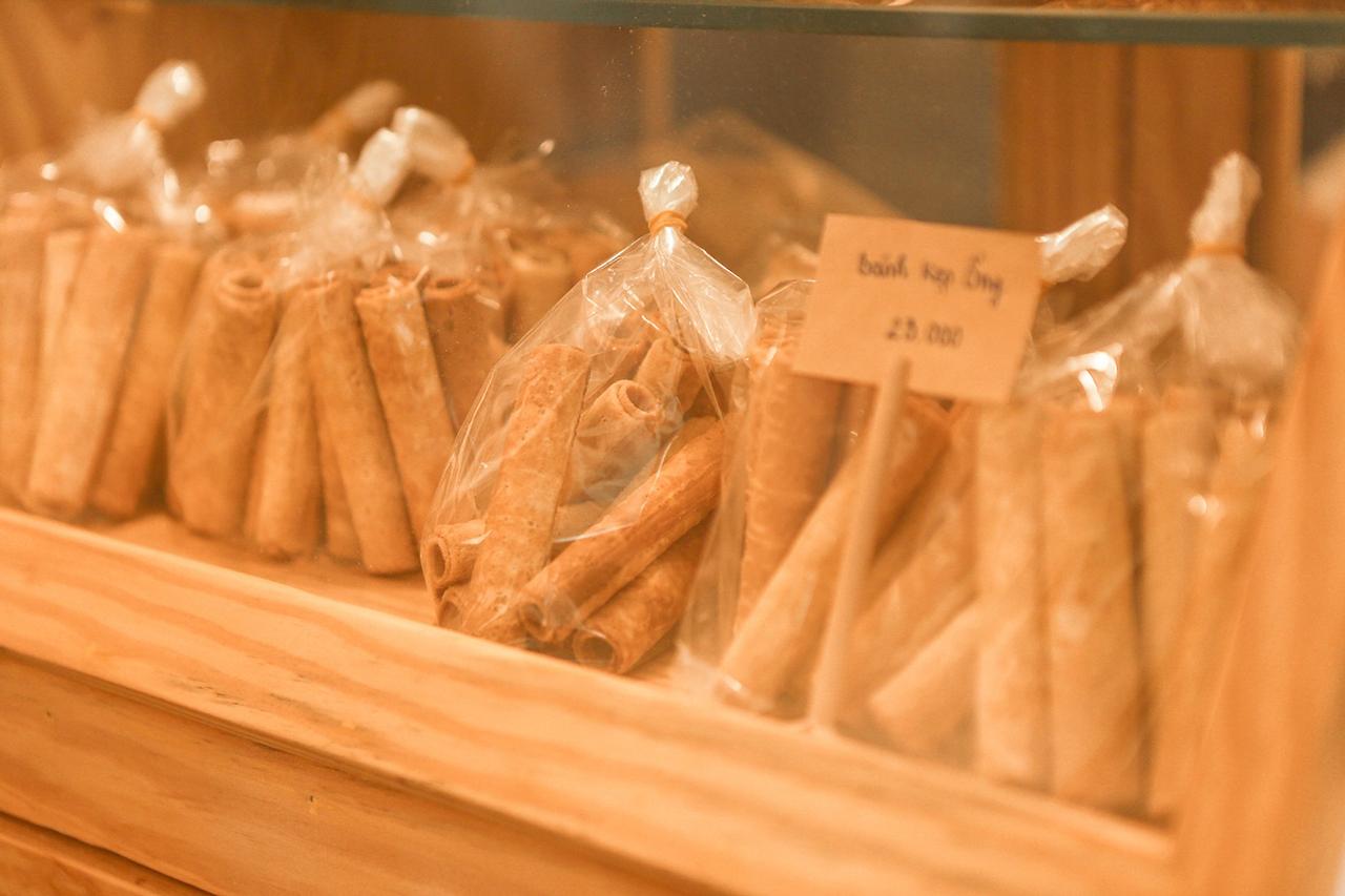 Bánh kẹp ống gợi nhớ một thời tuổi thơ ở Hoa Yên cafe