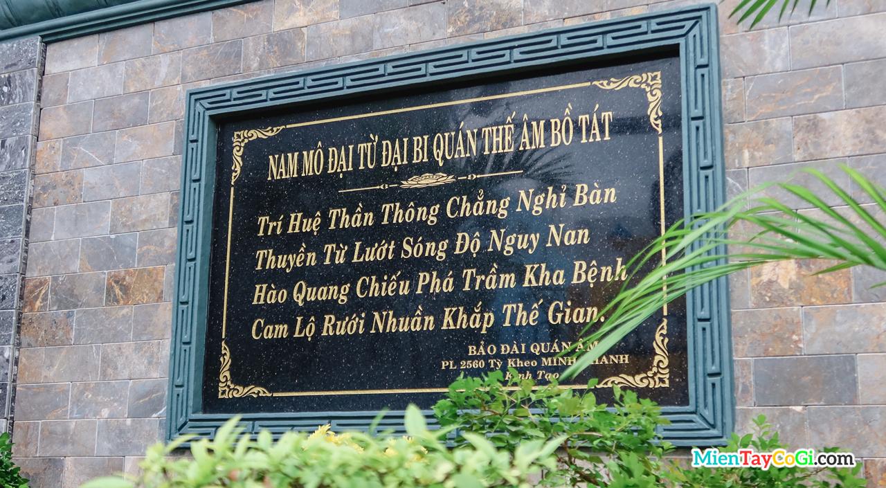 Thơ đề ở khuôn viên chùa