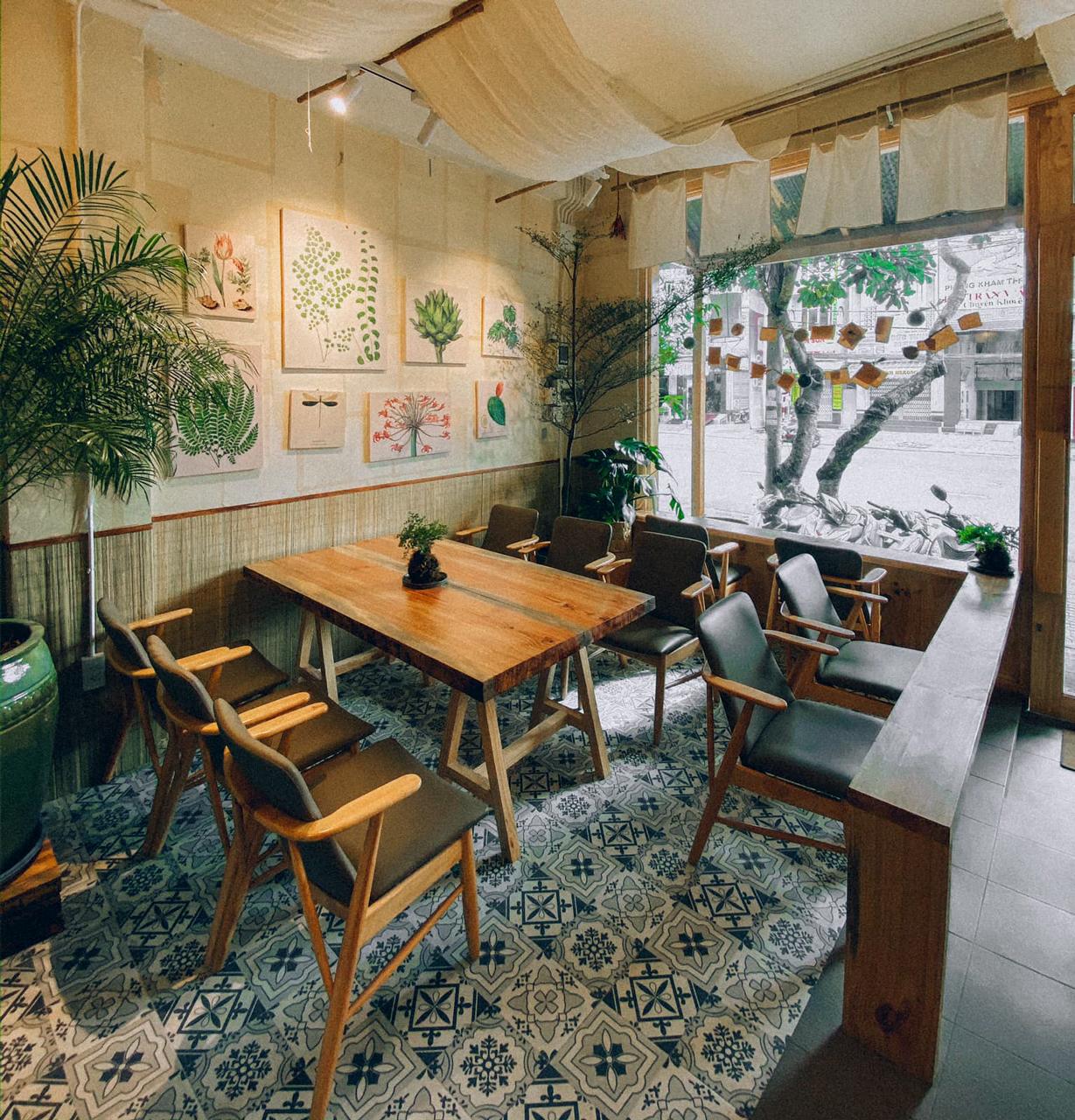 Không gian tầng dưới quán cà phê Hoa Yên Cần Thơ