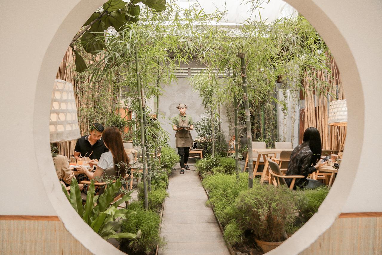 Không gian xanh bên trong quán cà phê Hoa Yên Cần Thơ