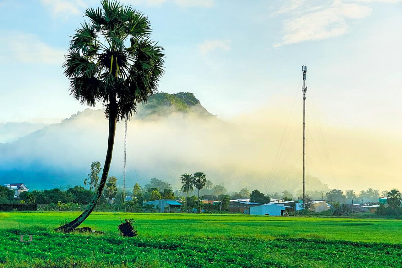 Khung cảnh Thiên Cấm Sơn nhìn từ xa