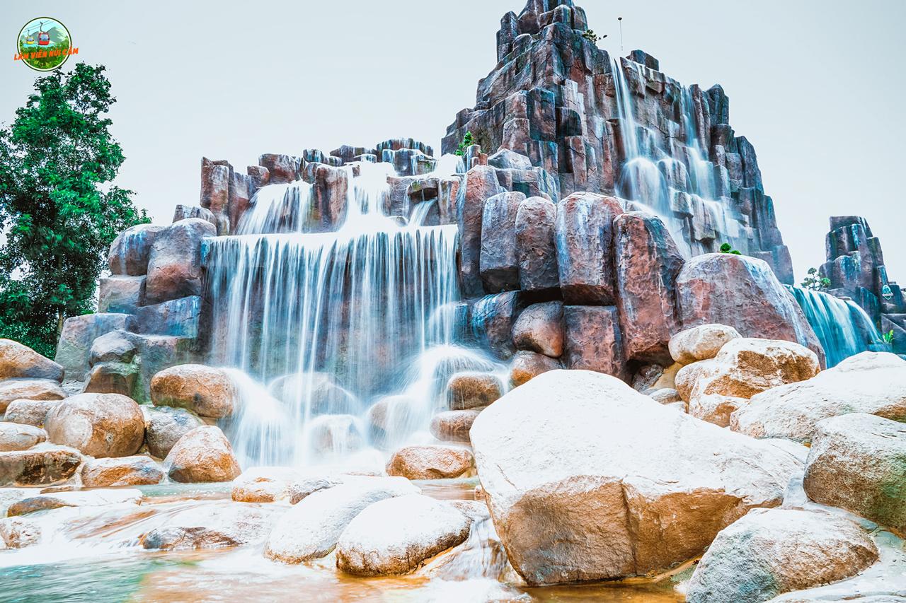 Suối nhân tạo công viên nước Thanh Long ở núi Cấm An Giang