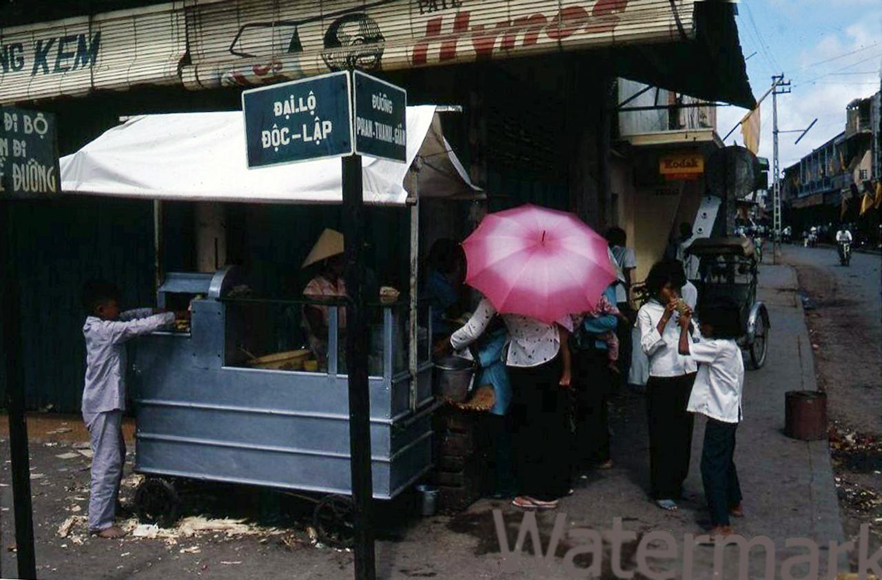 Đường độc lập Phan Thanh Giản Đường phố Bạc Liêu năm 1967 (Nay là góc Trần Phú - Phan Ngọc Hiển)