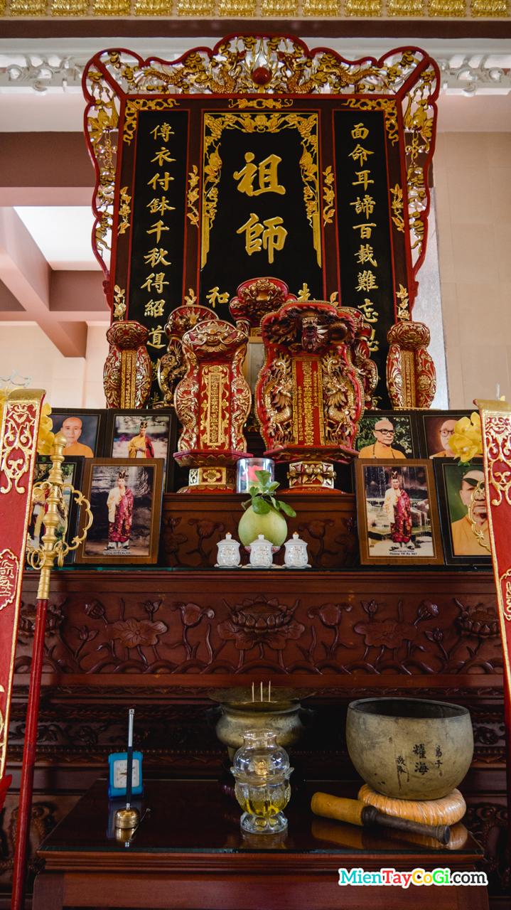 Bàn thờ Tổ ở chùa Phước Long Cần Thơ