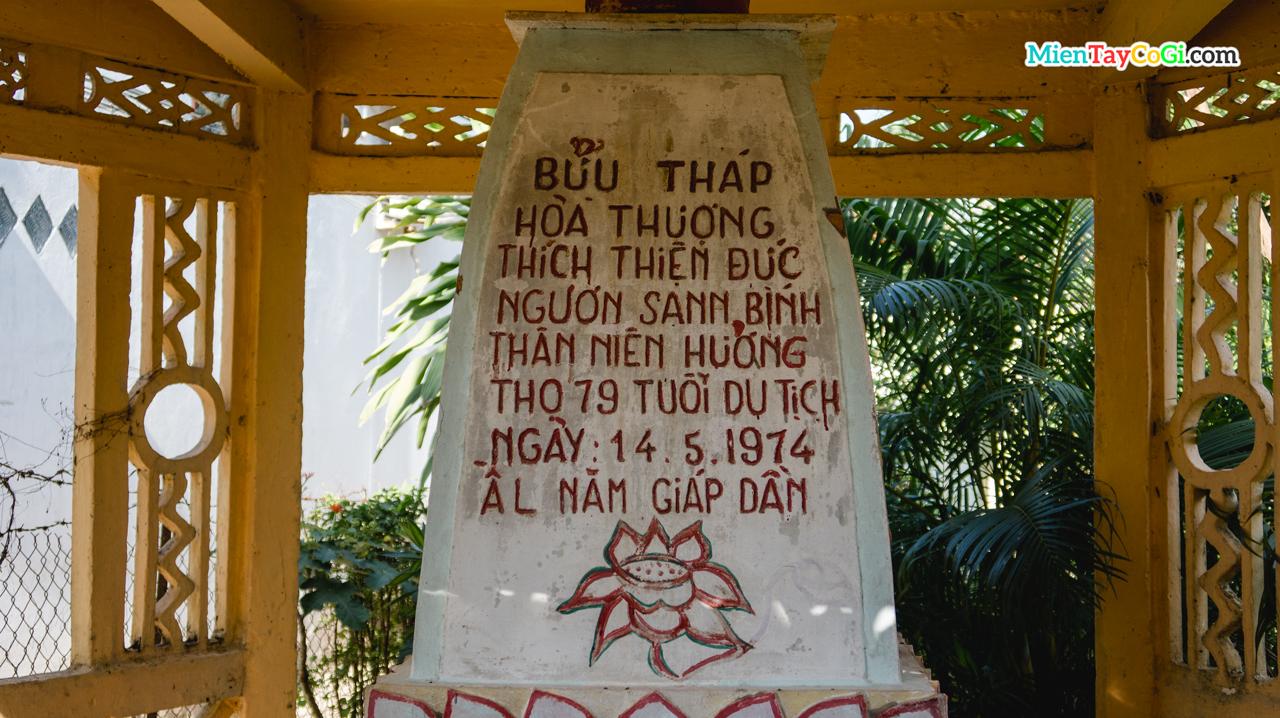 Chữ đề trên Tháp mộ ở Linh Thạnh Tự