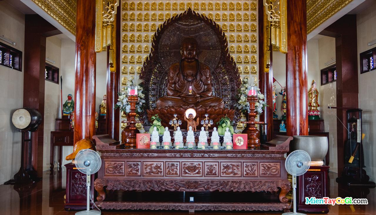 Điện thờ tầng 1 Phước Long Tự