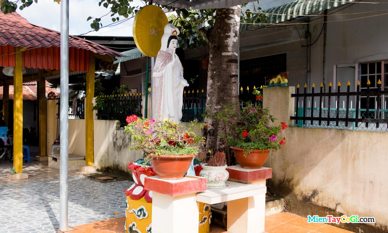 Khu vực thờ Quan Thế Âm Bồ Tát