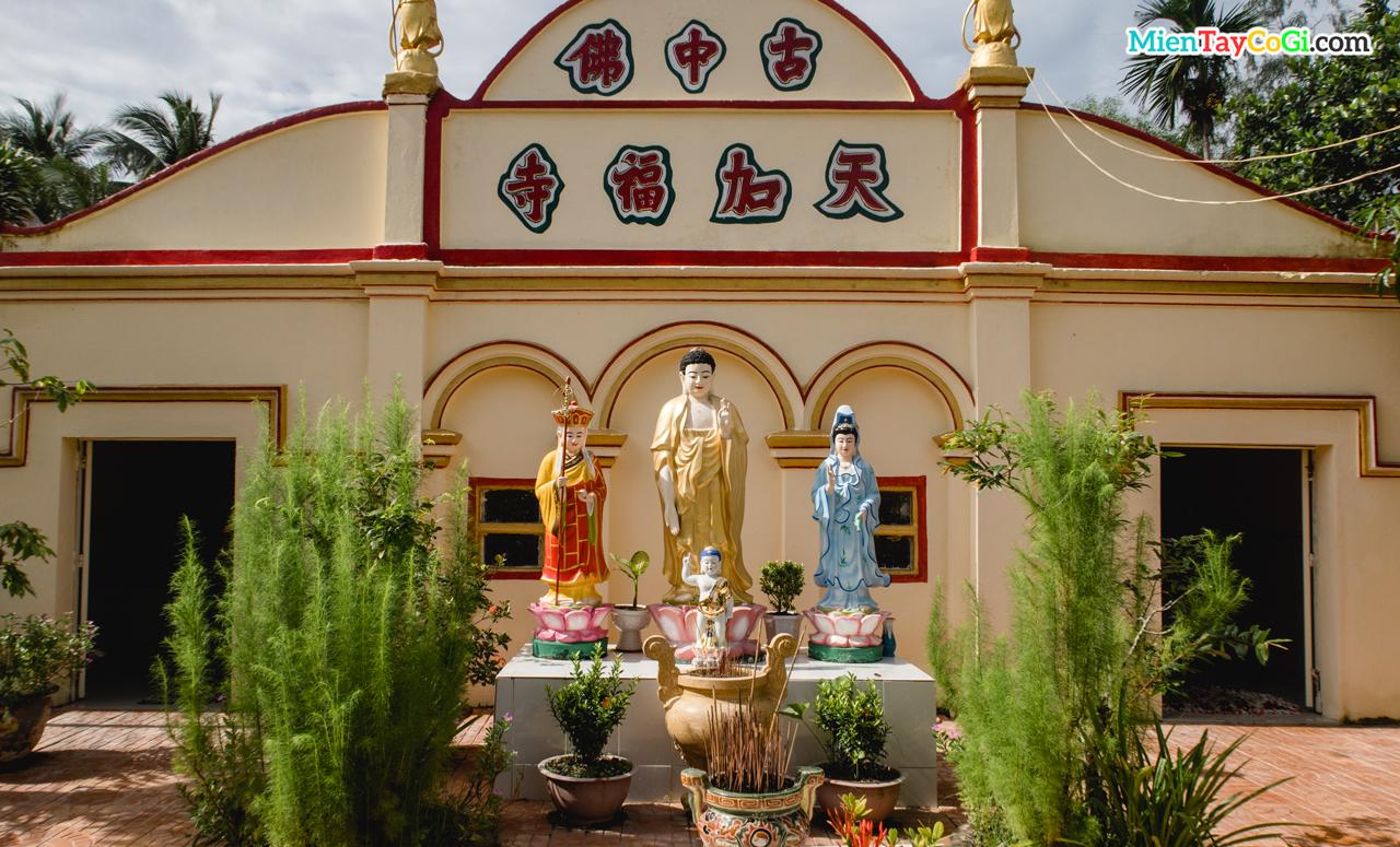 Kiến trúc bên ngoài chánh điện chùa Thiên Phước Cần Thơ