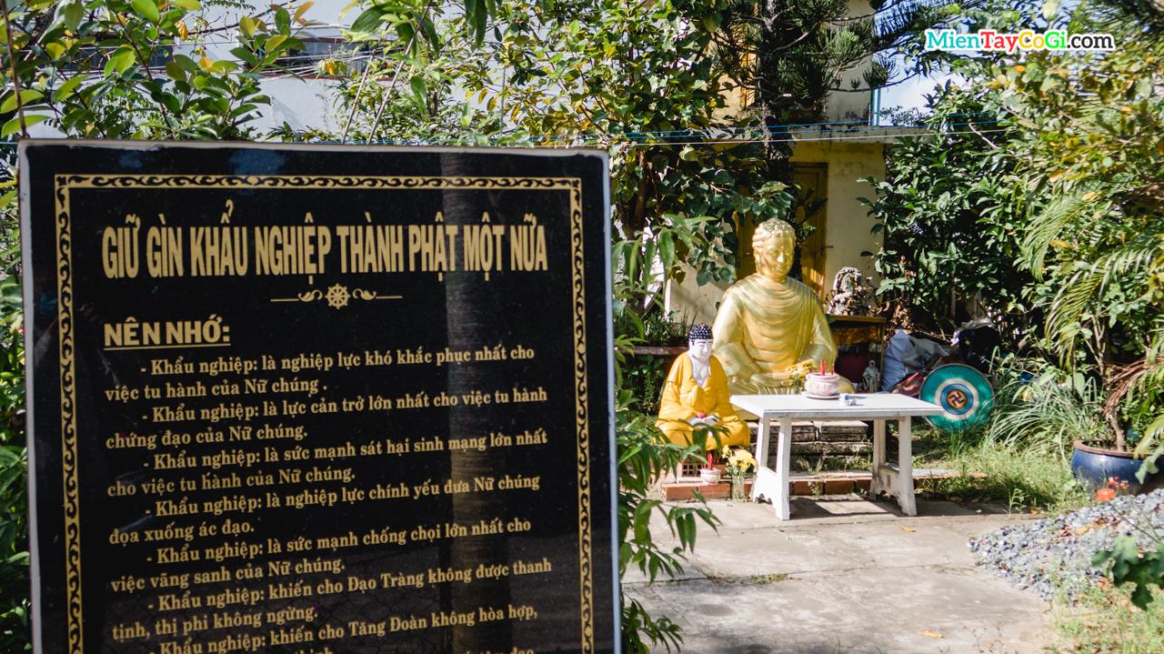 Lối vào vườn Lâm Tỳ Ni chùa Linh Thạnh