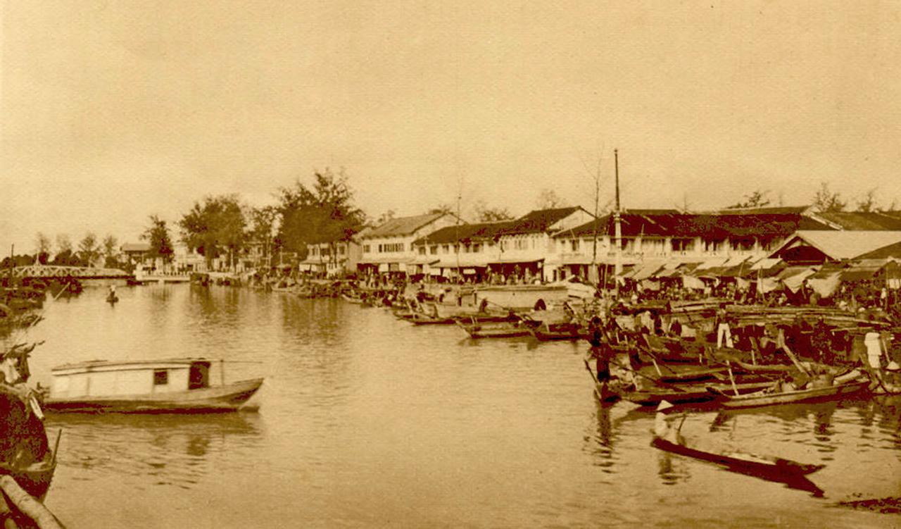 Sông Bạc Liêu chảy qua khu chợ