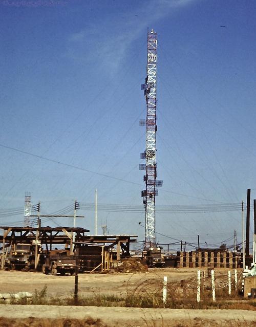 Cột điện ở Bến Lức năm 1967 - 1968 | Photo by Dave Paine