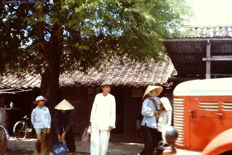 Một số người dân ở Bến Lức năm 1967 - 1968 | Photo by Dave Paine