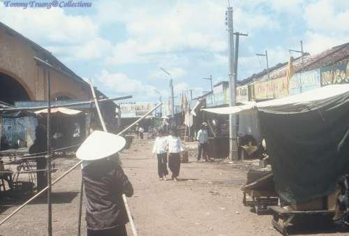 Chợ Bến Lức tháng 11 năm 1967 - Photo by Robert Bob Gregoire
