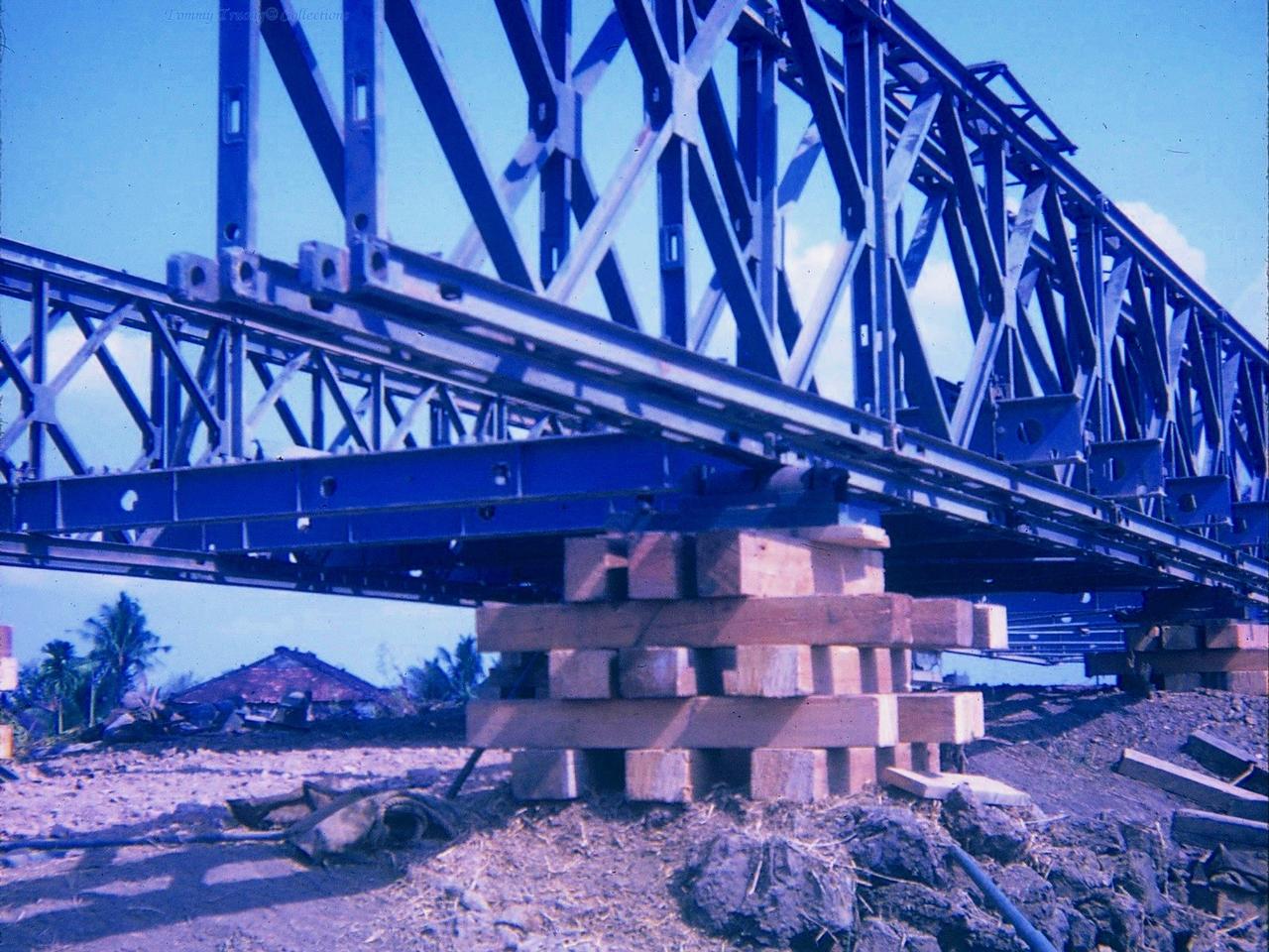Cầu Bến Lức được Mỹ thi công xây dựng khi cầu của Pháp xây trước đây bị hư hại bởi chiến tranh (Phần trụ)