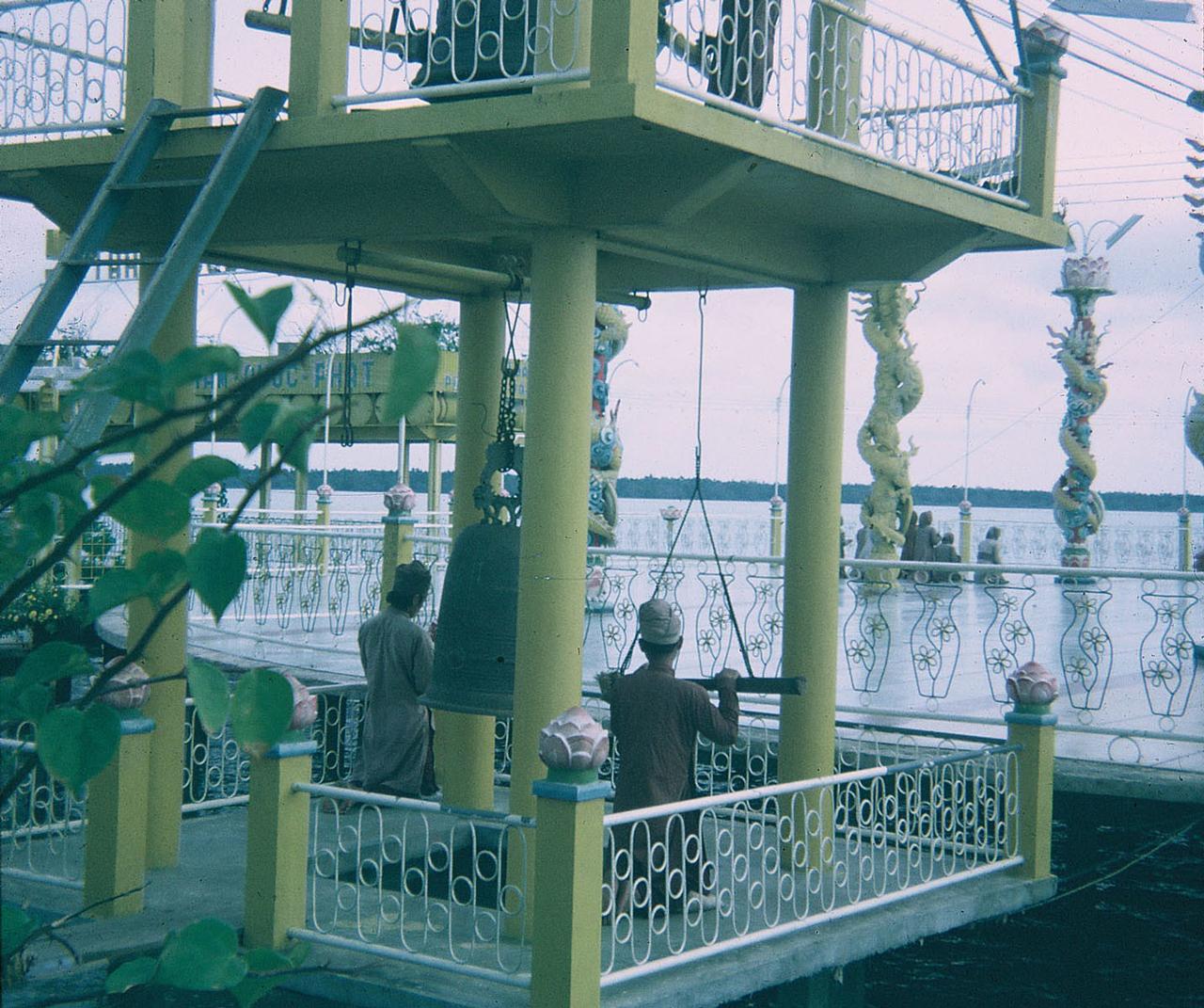 Chùa ông Đạo Dừa (Nam Quốc) Bến Tre năm 1969 - 1970 - Photo by Bob Lee