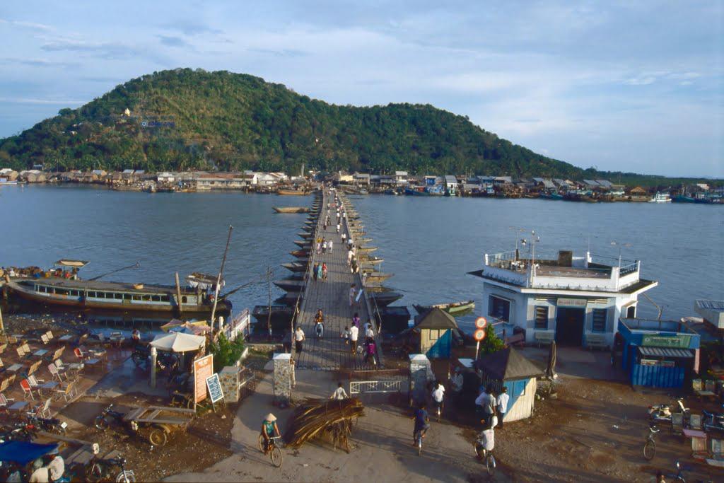 Cầu nối đất liền với Hà Tiên năm 1993 - Photo by Daanjj