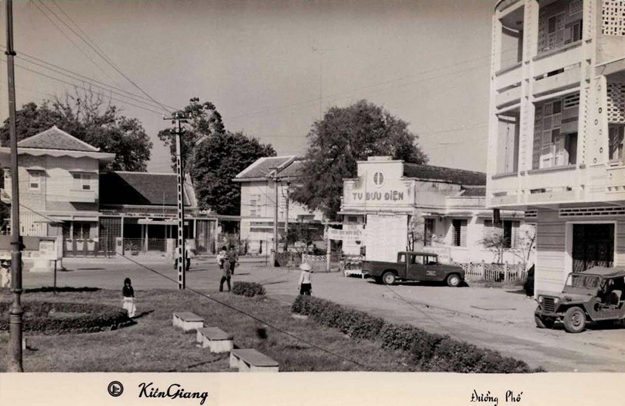 Đường phố Rạch Giá nhìn ra Bưu Điện năm 1966