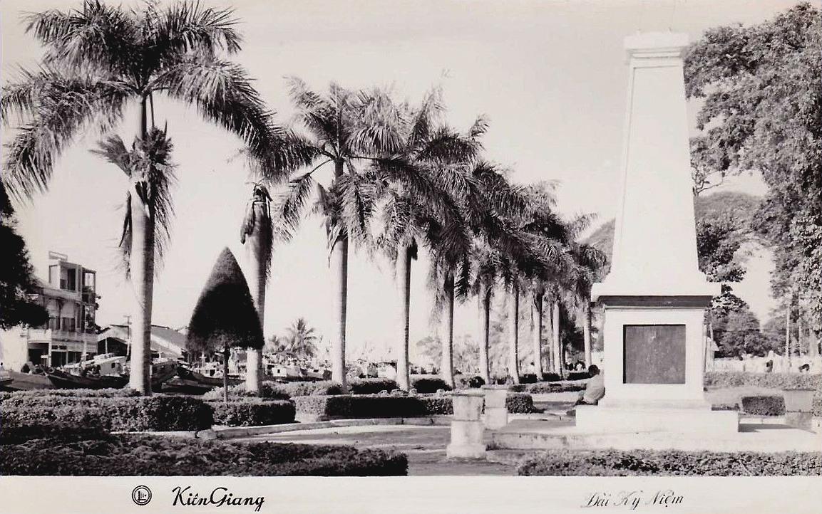 Đài Kỷ Niệm ở Rạch Giá - Kiên Giang năm 1966