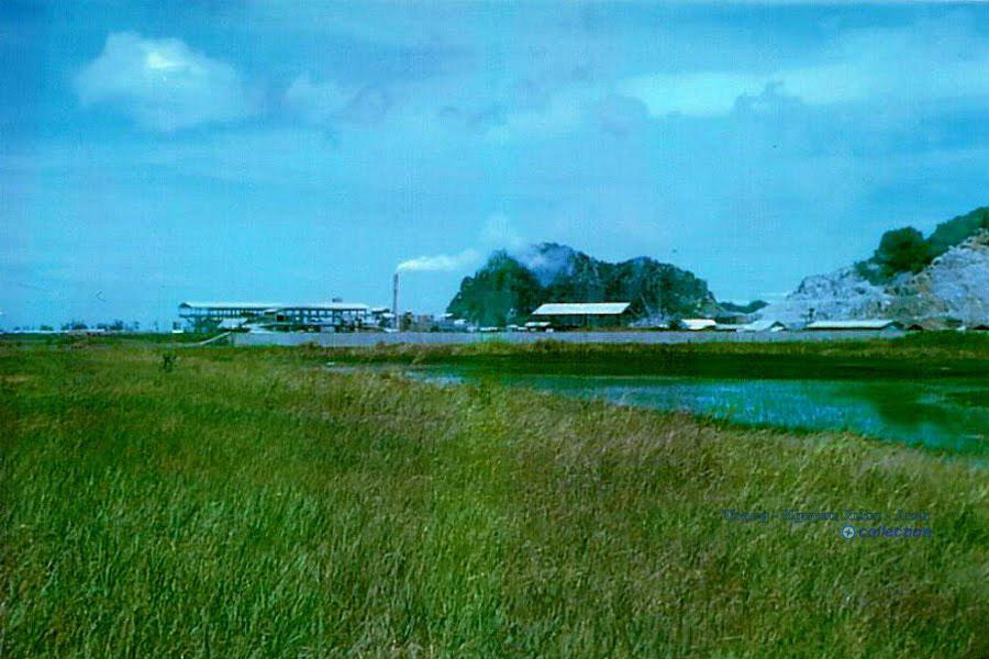 Nhà máy Cement ở Kiên Lương - Kiên Giang thập niên 1960s - Photo by Jim Ewart