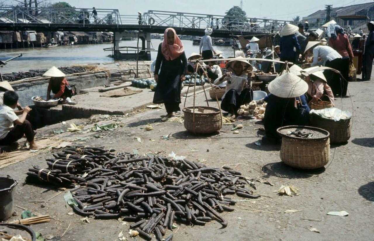 Hình chụp từ chợ cá Rạch Giá năm 1968 - Nhìn từ xa là cầu Sông Kiên