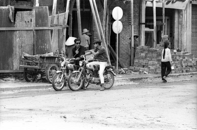 Một con phố ở Rạch Giá với những chiếc xe moto xưa