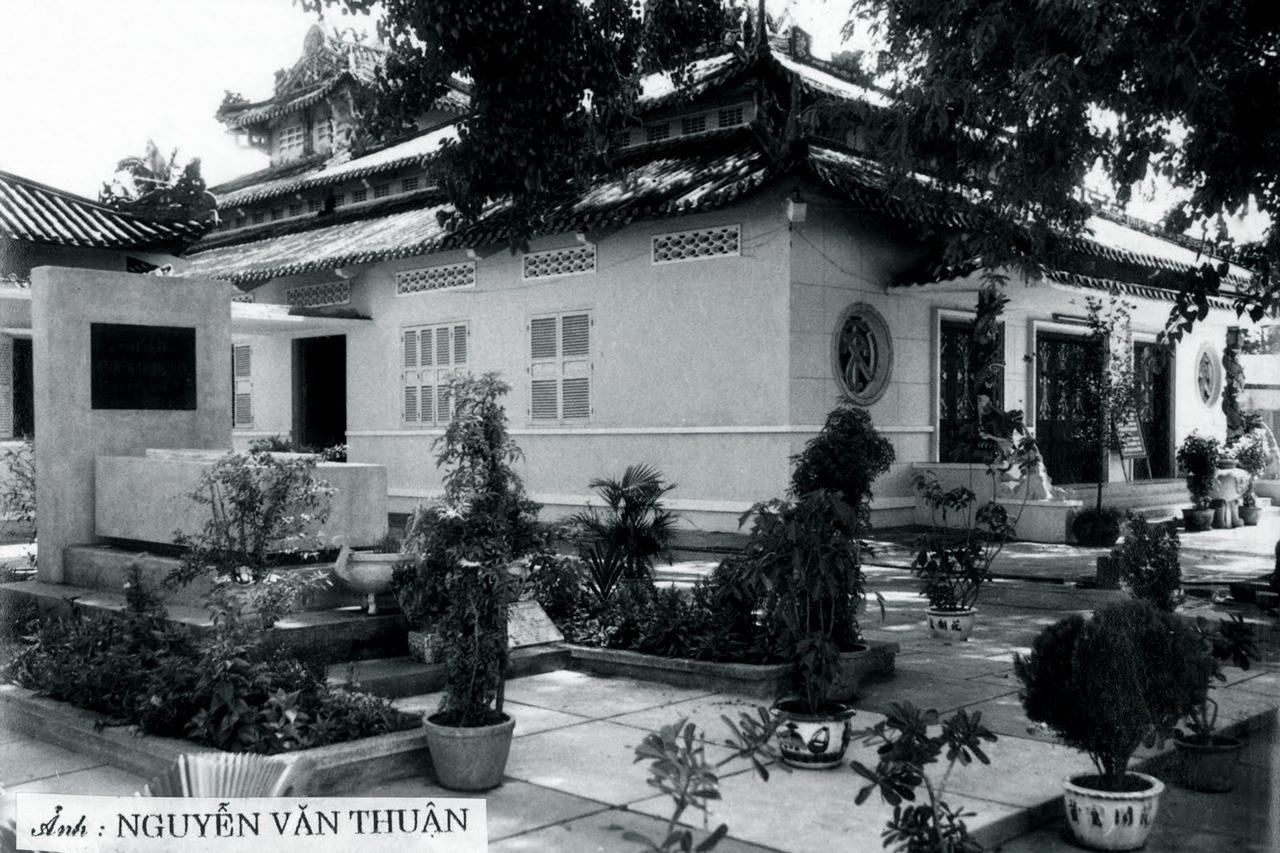 Đền Nguyễn Trung Trực ở Rạch Giá, Kiên Giang trước năm 1975 - Photo by Nguyễn Văn Thuận
