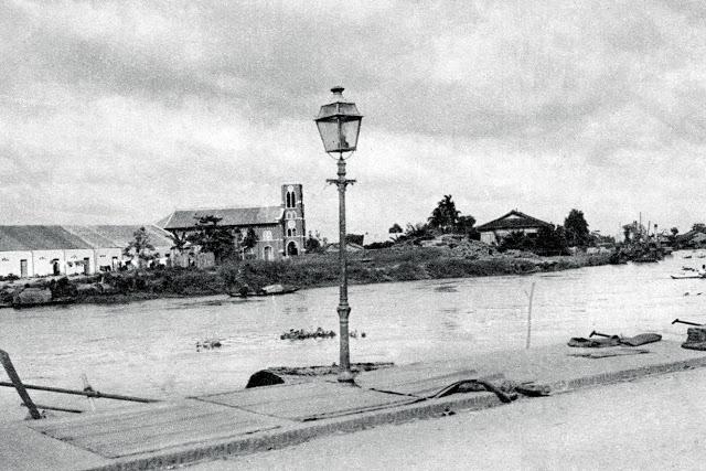 Nhà thờ Rạch Giá nhìn từ đường Nguyễn Thoại Hầu, cầu tàu Mỹ Tho