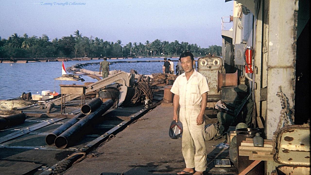 Trên máy đào nạo vét kênh ở Đồng Tâm