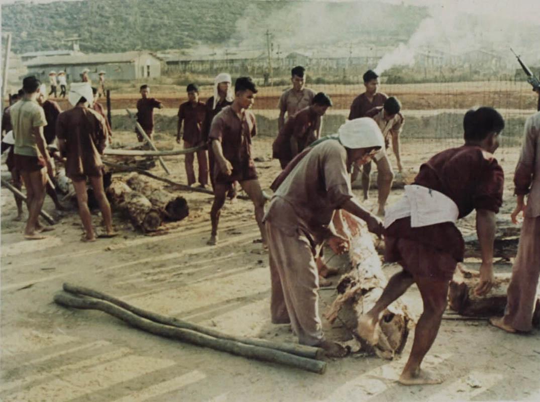 Tù nhân làm việc ở khu phúc hợp ở nhà tù Phú Quốc