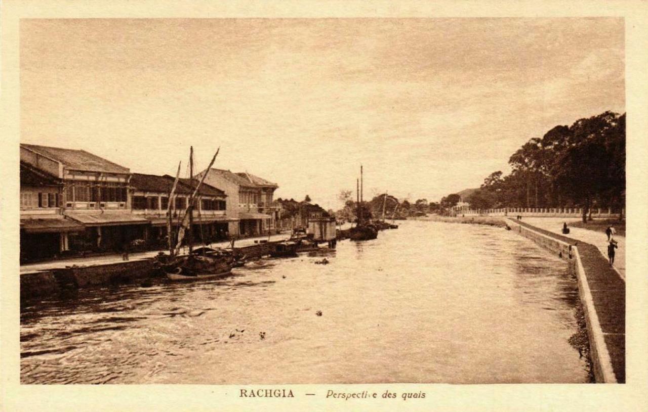 Khung cảnh con kênh Rạch Giá ở khu chợ