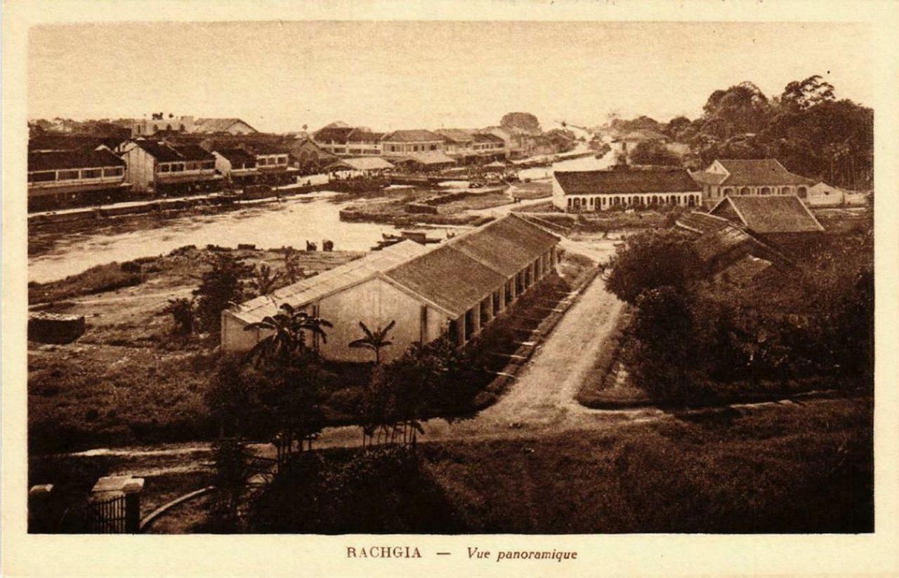 Nhìn xuống con kênh Kiên Giang từ xa