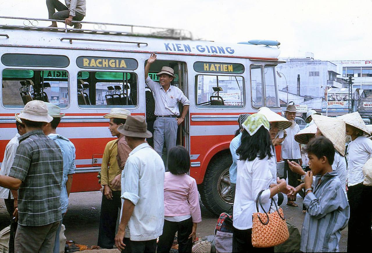 Bến xe bus Rạch Giá - Hà Tiên đi Sài Gòn năm 1970